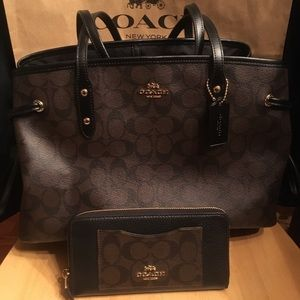 Coach Signature Black brown Carryall purse+ wallet